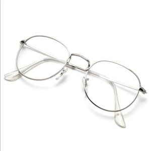 Metal frame round glasses